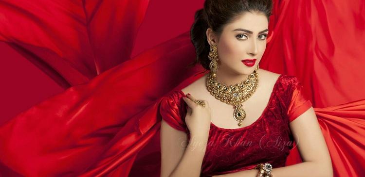 ayeza khan in red