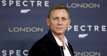 "Actor Daniel Craig poses during a photocall for the new James Bond film ""Spectre"" in central London, Britain October 22, 2015. REUTERS/Stefan Wermuth"