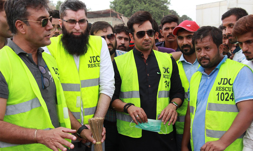 junaid-jamshed-cleanliness-drive-in-karachi