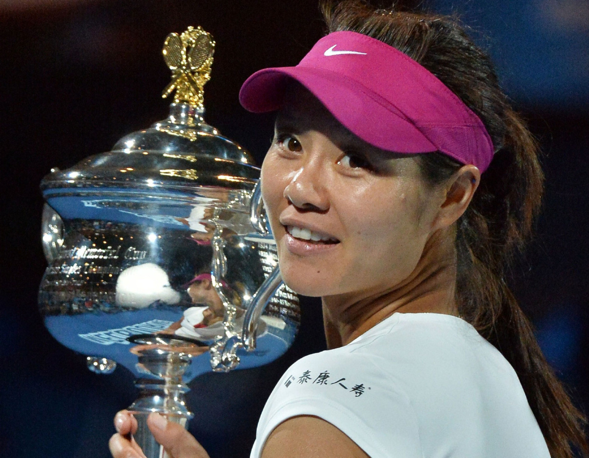 TOPSHOTS IMAGE RESTRICTED TO EDITORIAL USE - STRICTLY NO COMMERCIAL USE TOPSHOTS Li Na of China poses with the winner's trophy following her victory over Dominika Cibulkova of Slovakia in the women's singles final on day 13 of the 2014 Australian Open tennis tournament in Melbourne on January 25, 2014. AFP PHOTO / PAUL CROCK IMAGE RESTRICTED TO EDITORIAL USE - STRICTLY NO COMMERCIAL USEPAUL CROCK/AFP/Getty Images