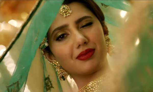 Mahira Khan Shuts Down Haters Criticizing Her For