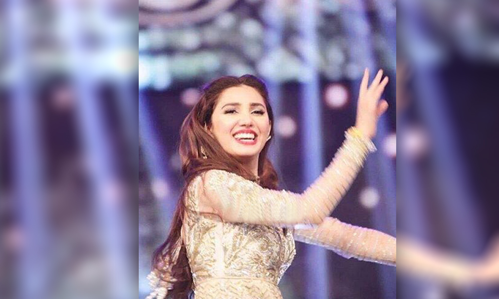 mahira khan lux style awards dance performances