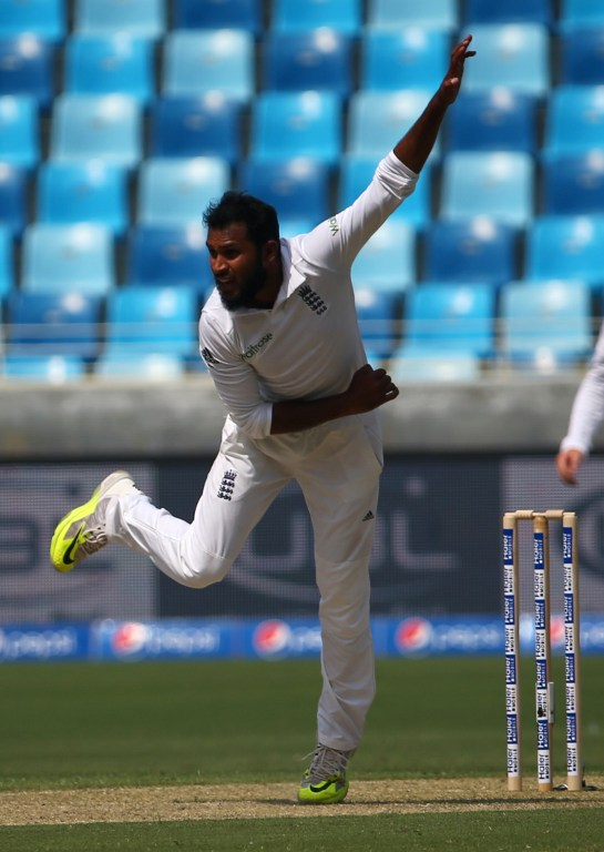 England's Adil Rashid delivers the ball during the first day of the second Test cricket match between Pakistan and England in Dubai on October 22, 2015.       AFP PHOTO/MARWAN NAAMANI