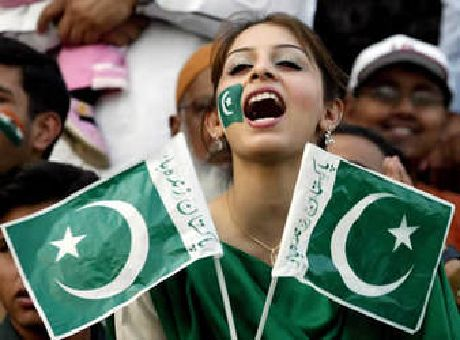 pakistan-girl-flag
