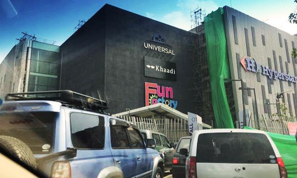 pakistan's-largest-shopping-mall-emporium-lahore