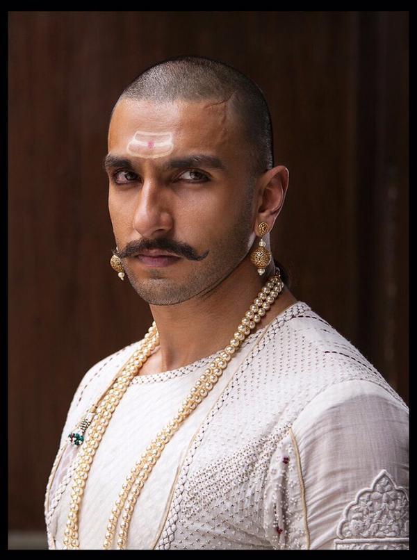 60 >> Bajirao Mastani Promotions: Ranveer Singh's Shocking Looks! - Brandsynario