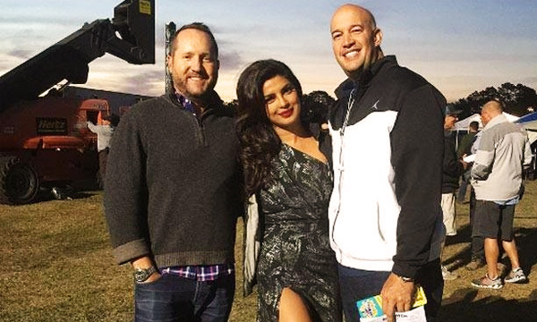 priynaka-on-the-sets-of-Baywatch-with-producer-lead