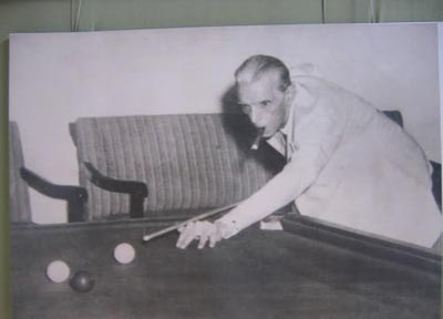 quaid-playing-snooker