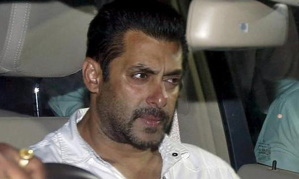 salman-khan-mugged-in-Mumbai