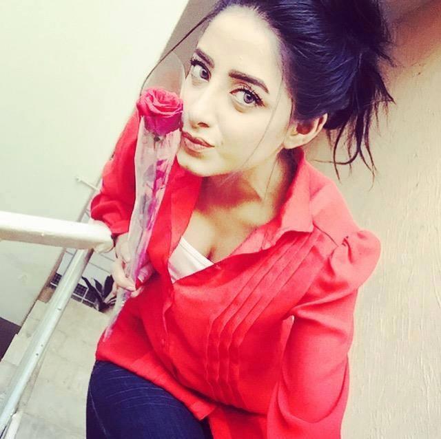 hot celebrities pakistani instagram adanih
