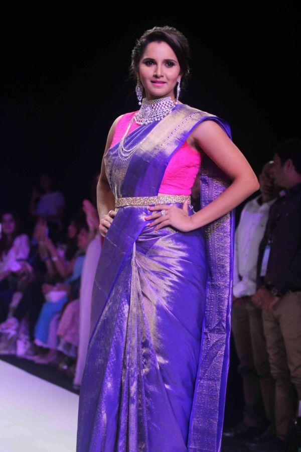 Sania Mirza Models For India International Jewellery Week ...