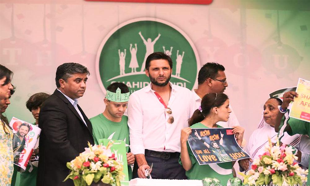 Shahid Afridi Introduces Haier's Smartphones In Pakistan