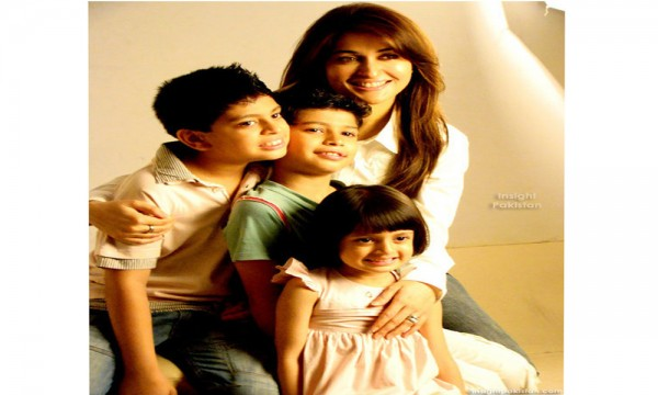 shaista Lodhi with Kids