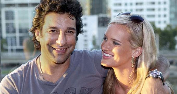 wasim-akram-with-wife